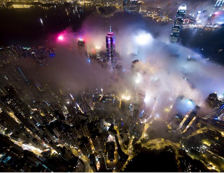 Cнимки Гонконга, охваченного туманом, от Энди Енга (Andy Yeung).