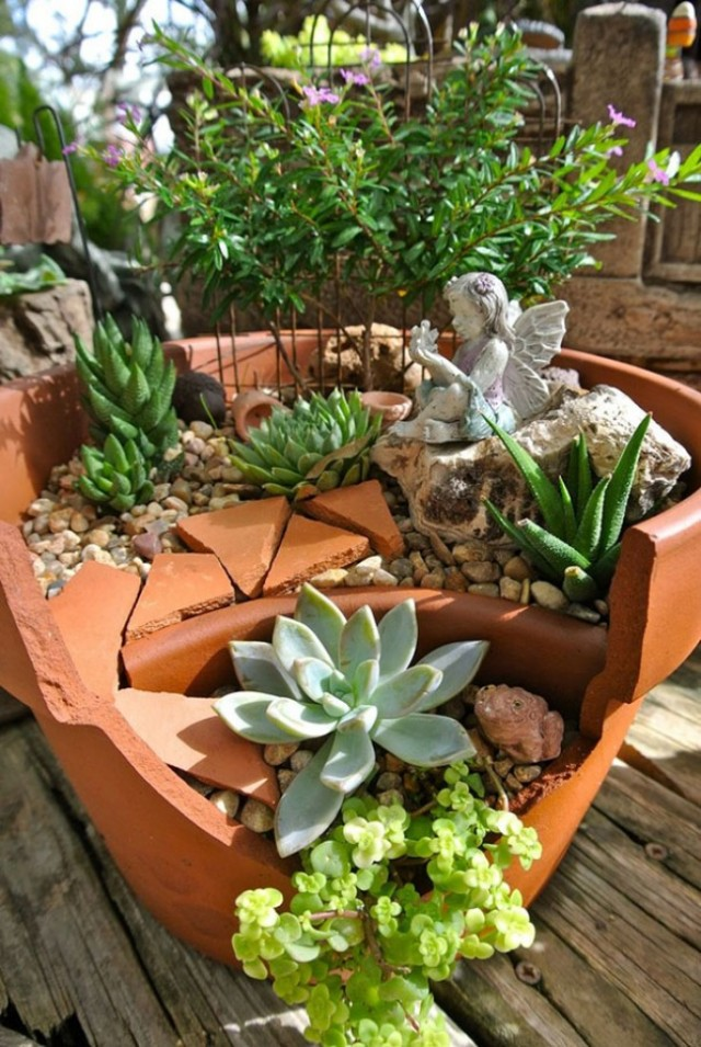 broken-pot-fairy-garden-1