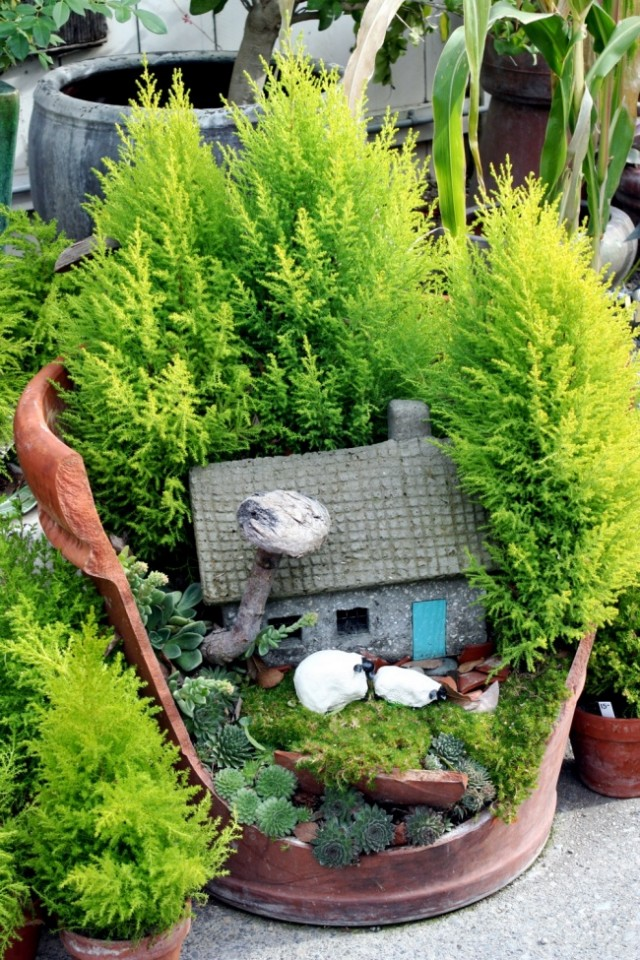 broken-pot-fairy-garden-16
