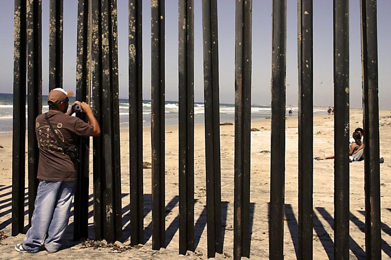 Стены со всего мира, разделяющие разные страны.