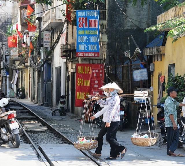 Hanoi-Железная дорога в Ханое.