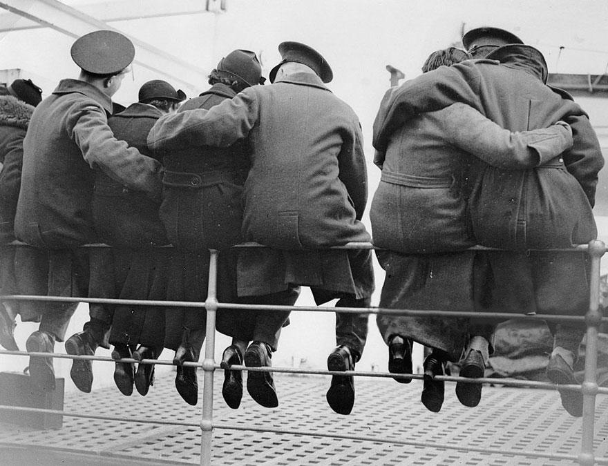 old-photos-vintage-war-love-15