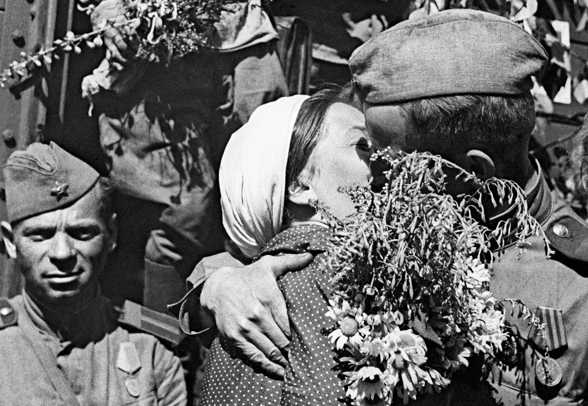 Встреча воинов-победителей, 1945 год