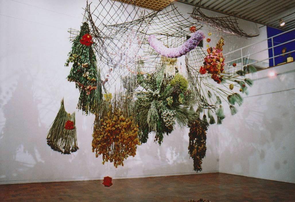 Инсталляции из цветов от Ребекки Луиз Лоу