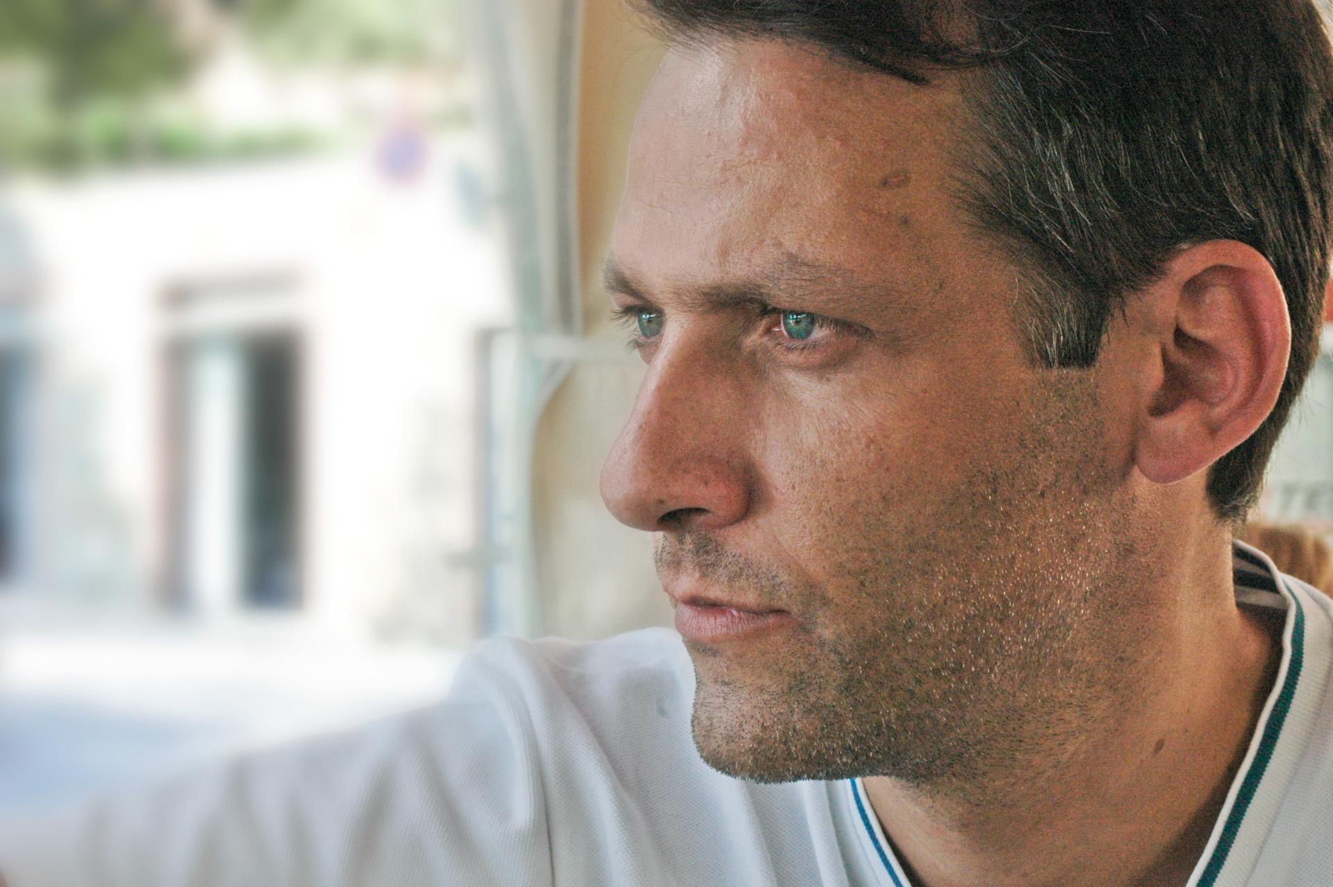 Греческий художник Харис Тсевис