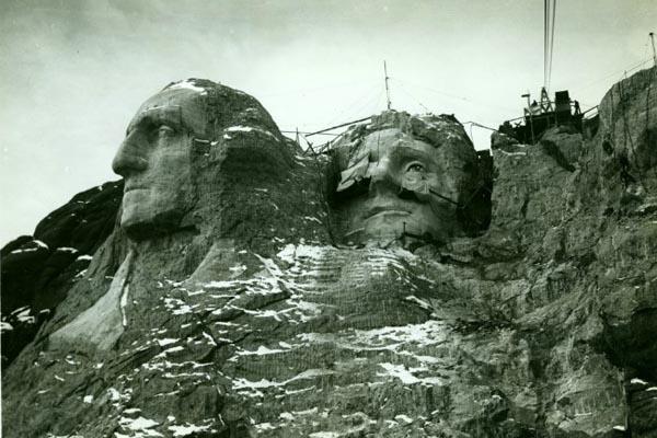 Старинные фотографии «Горы Рашмор» на стадии строительства