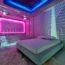 9 концептуальных номеров в эклектичном амстердамском отеле Volkshotel