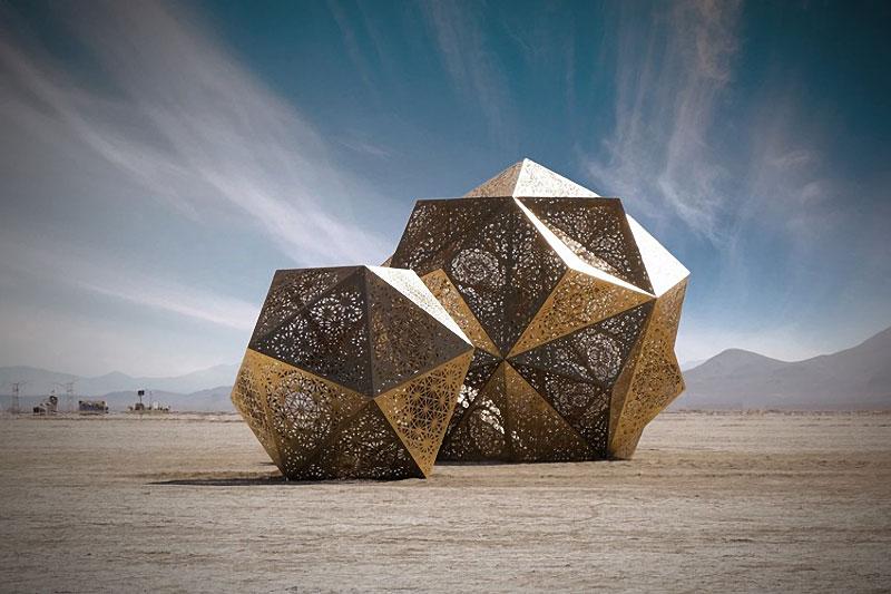 http://zagge.ru/geometricheskie-skulptury-ot-kreativnogo-dueta-hybycozo/