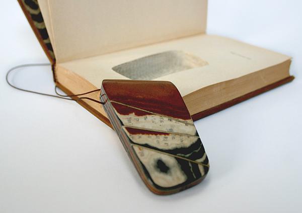 Бижутерия из старых книг своими руками