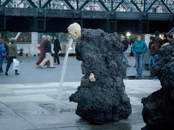 Скульптуру тошнит