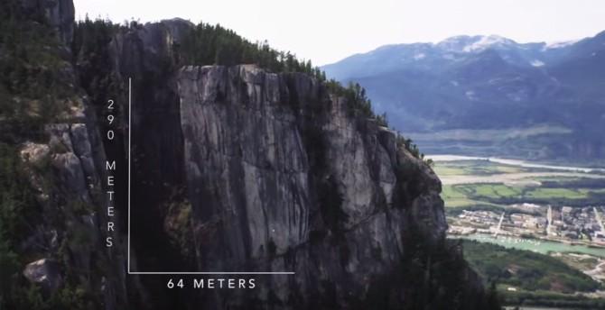 Спортсмен побил мировой рекорд по свободному слэклайну между двумя горами