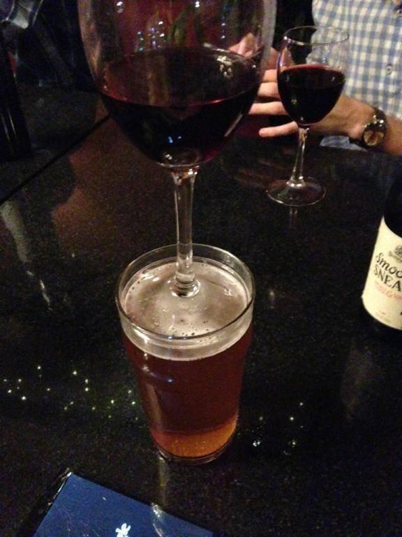 Бокал вина в пивной стакан