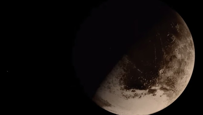 Вид Плутона с межпланетной станции НАСА (Видео)