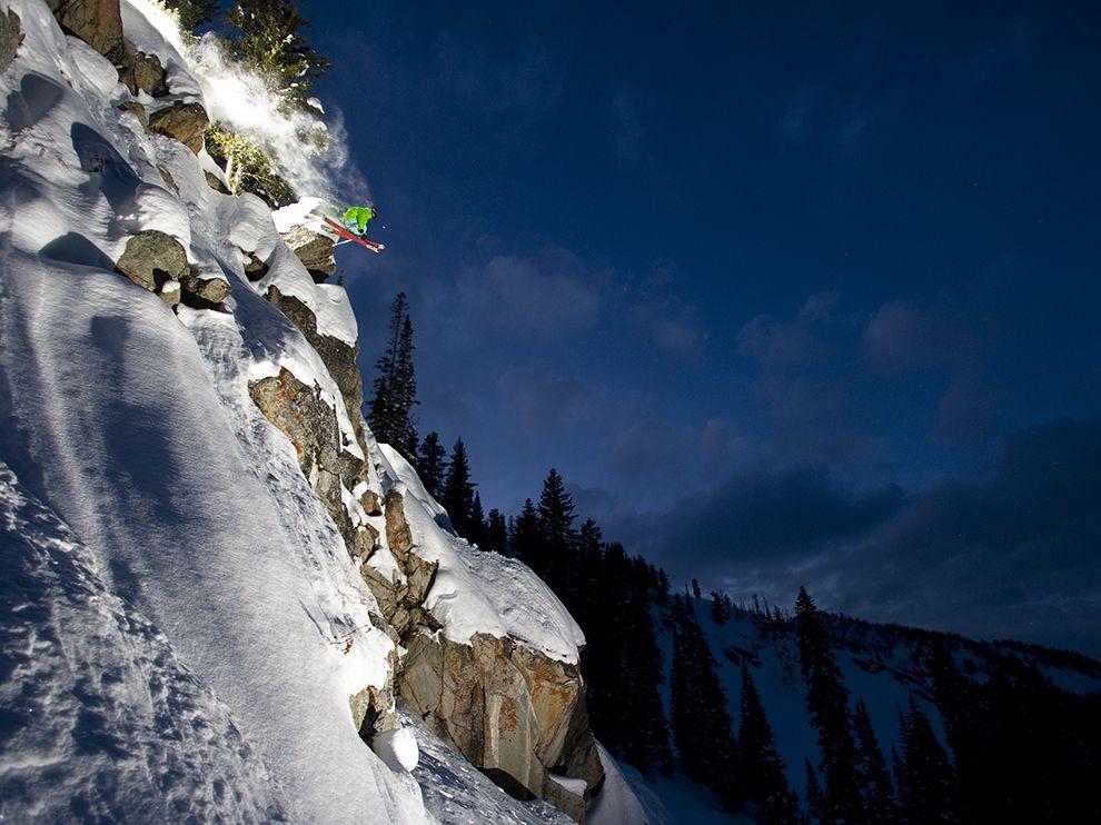 Катание на лыжах в сумерках.Штат Юта, США