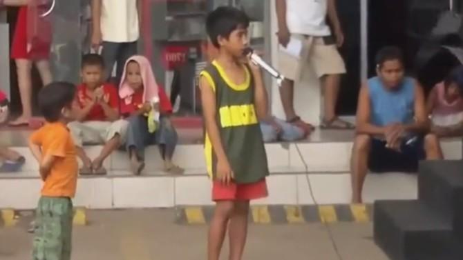 Филиппинский мальчик безупречным голосом спел песню Уитни Хьюстон