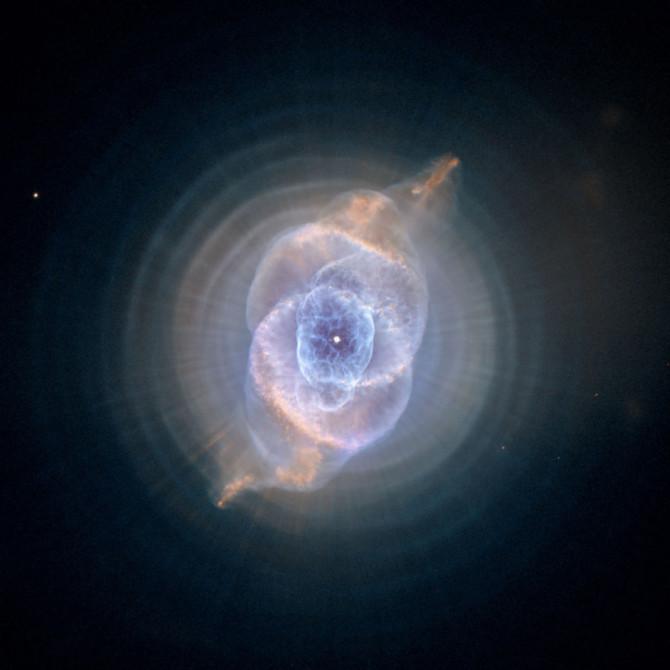 8 невероятных снимков Вселенной, сделанных на дальние космические спутники