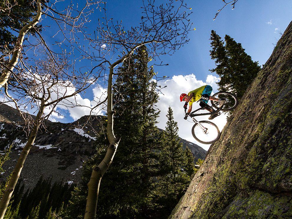 Спуск с горы на велосипеде.Брекенридж, США