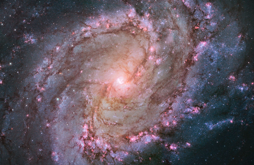 Вид с телескопа Хаббл на рождение звезды в галактике Южная Вертушка