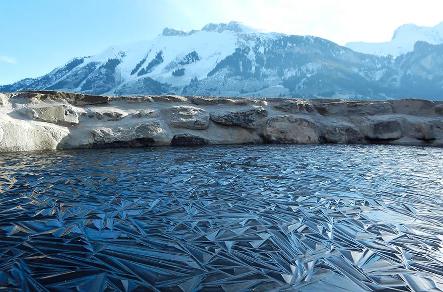 Замороженный пруд в Швейцарии