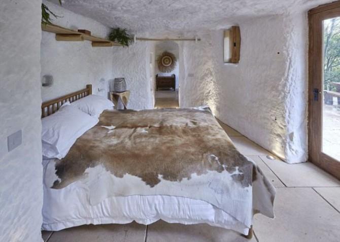 Парень превратил 800-летнюю пещеру в потрясающий дом мечты