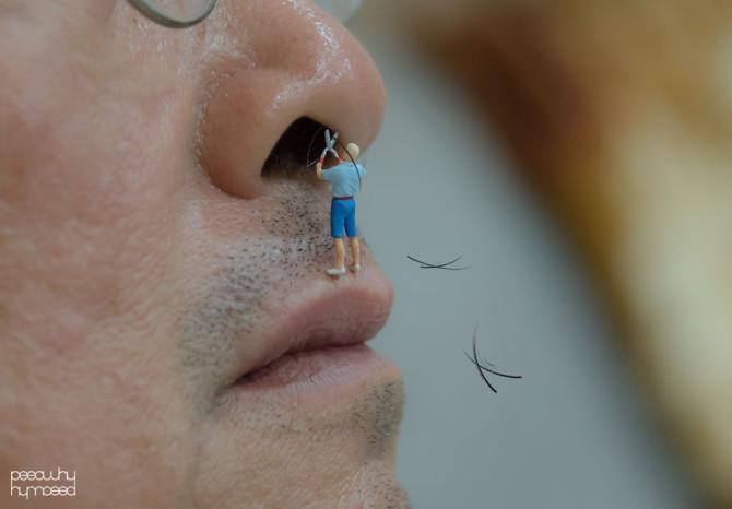 Маленькие фигурки людей, взаимодействующие с повседневными предметами