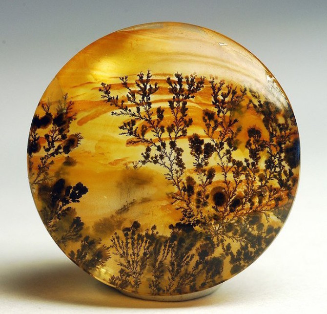 Кристаллы агата похожи на крошечные снимки пейзажей