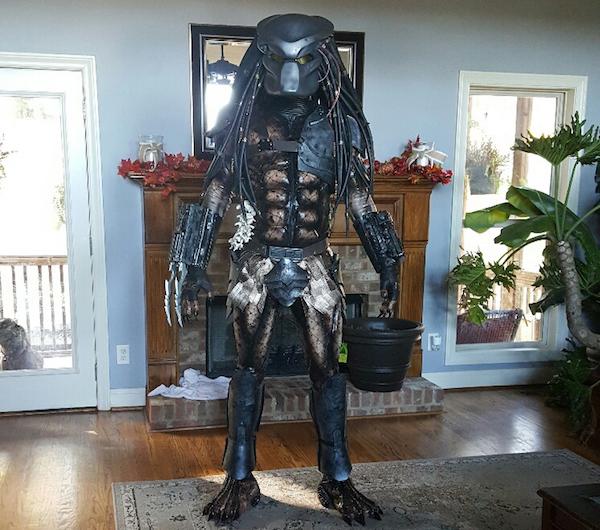 Парень потратил месяц, создавая реалистичный костюм «Хищника»