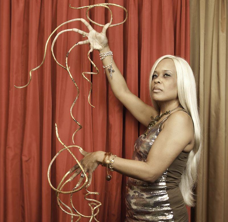 Самые длинные в мире ногти - Кристин Уолтон (Christine Walton)