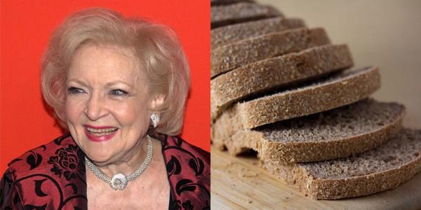 Актриса Бетти Уайт и нарезанного хлеба