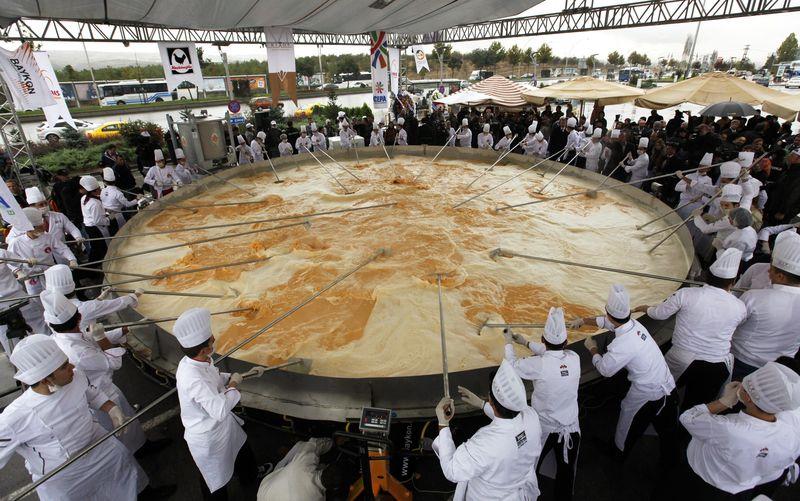 Самый большой в мире омлет