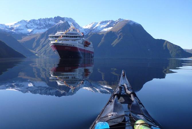 Увлекательные фотографии фьордов Норвегии из каяка