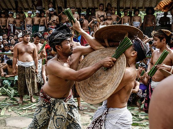 12 необычных брачных ритуалов народов мира