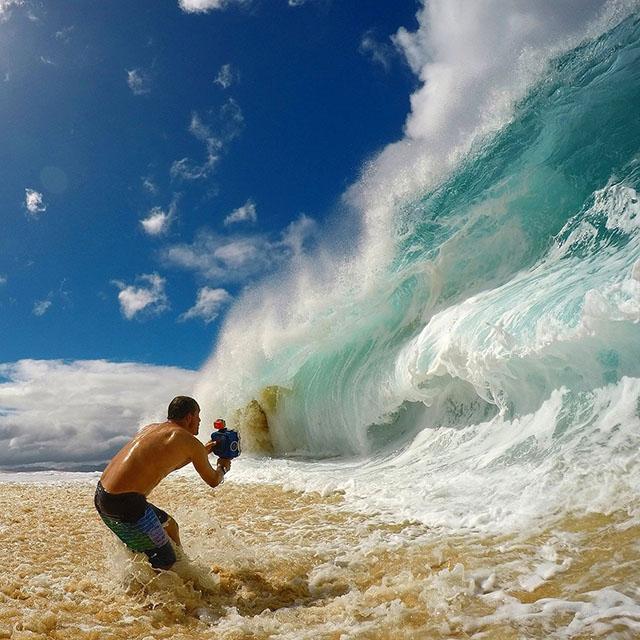 Как фотографируют гигантские волны с разных ракурсов
