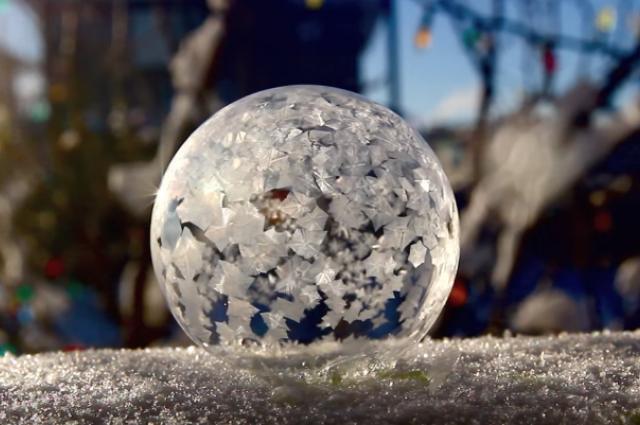 Что произойдёт, если надуть мыльный пузырь на холоде