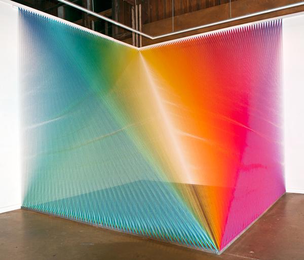 Радужные инсталляции от Габриэля Доу
