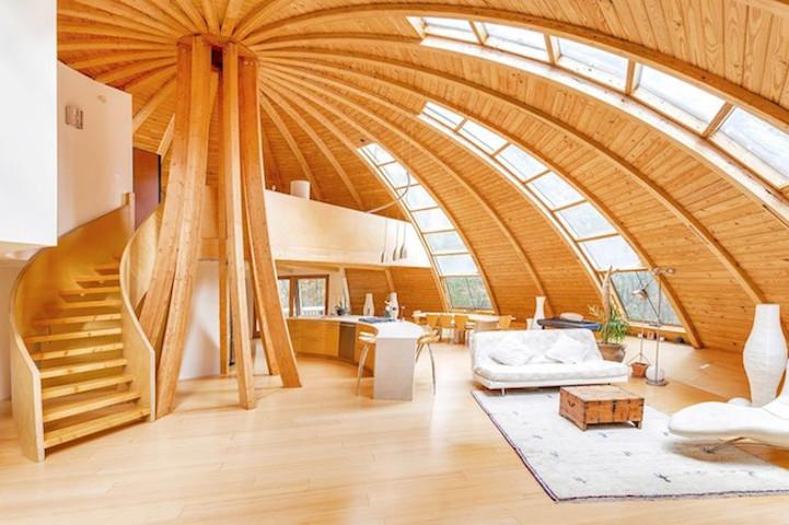 Дом, похожий на НЛО, способен вращаться на 360 градусов