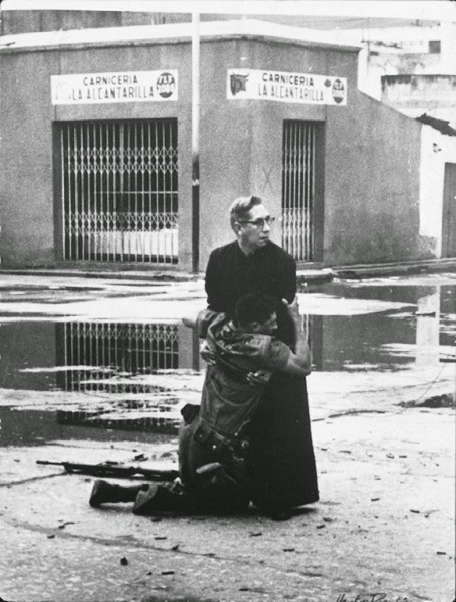 Священник и умирающий солдат, 1962