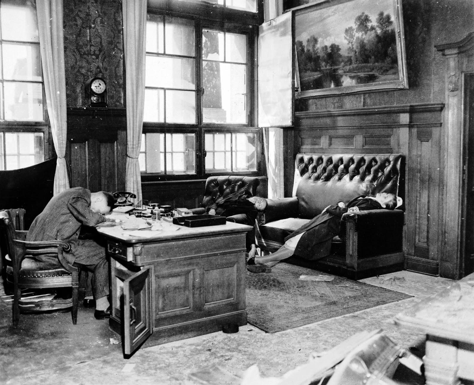 Заместитель мэра Эрнст Курт Lisso и его семья после совершения самоубийства цианидом, чтобы избежать захвата американскими войсками, 1945
