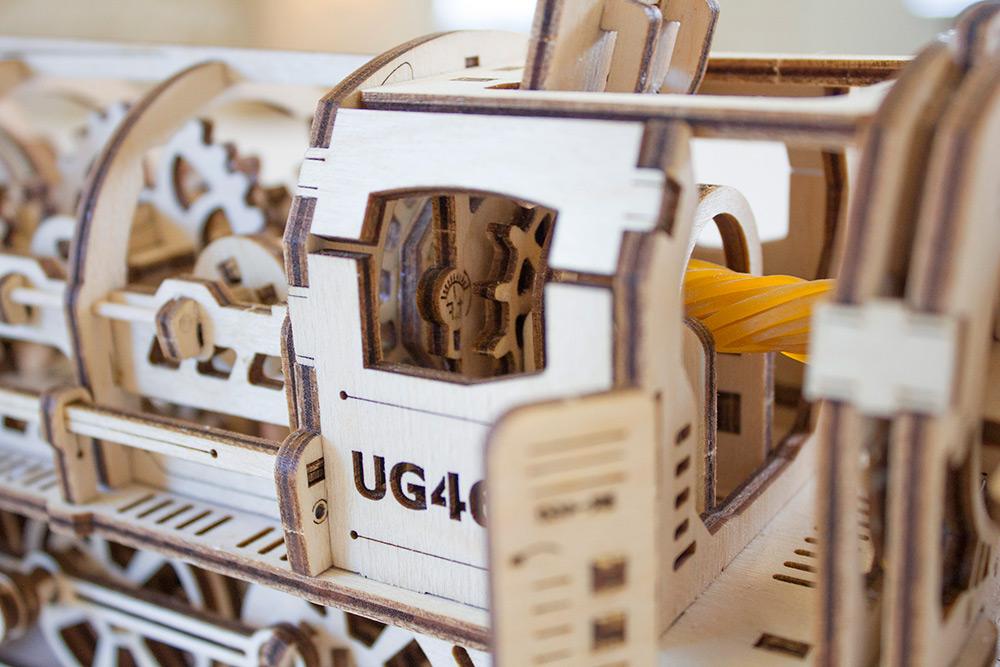 UGEARS: самоходные механические модели ручной работы