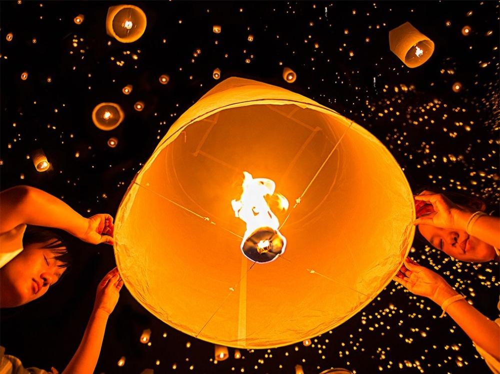 Праздник Лой Кратонг,Чианг Май, Таиланд