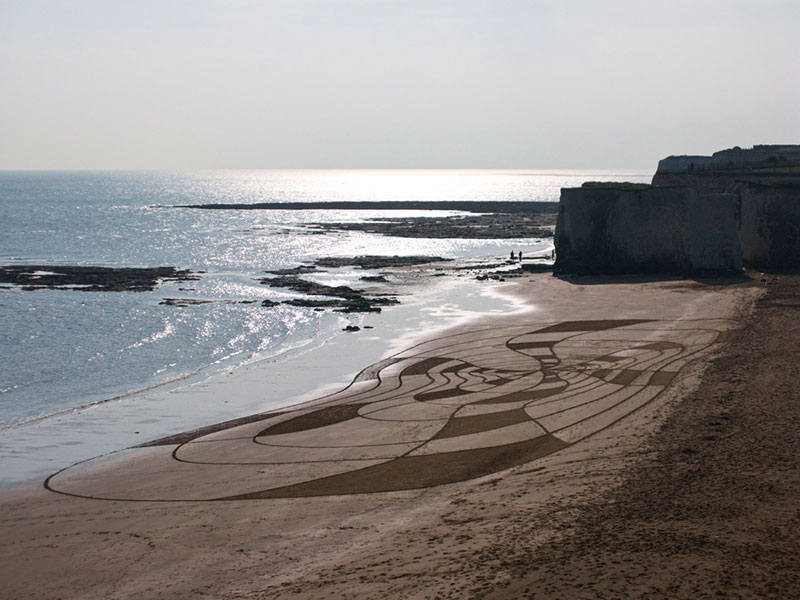 Рисунки на песке от Сэма Доугадоса