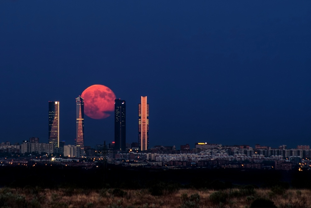 Восход луны над Мадридом, Испания