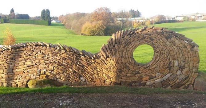 Скульптор превращает камень в гипнотические скульптуры