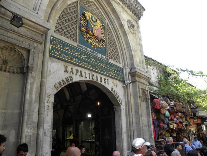 Гранд-базар — крупнейший крытый рынок в мире, где можно найти практически всё