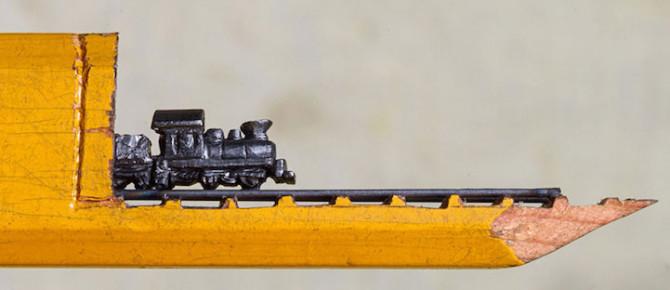 Художница вырезала из карандаша поезд в туннеле