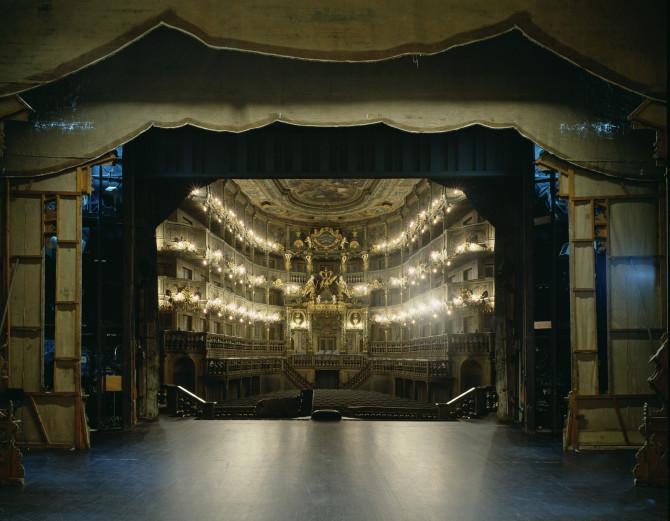 Что видят актёры, когда находятся на сцене театра
