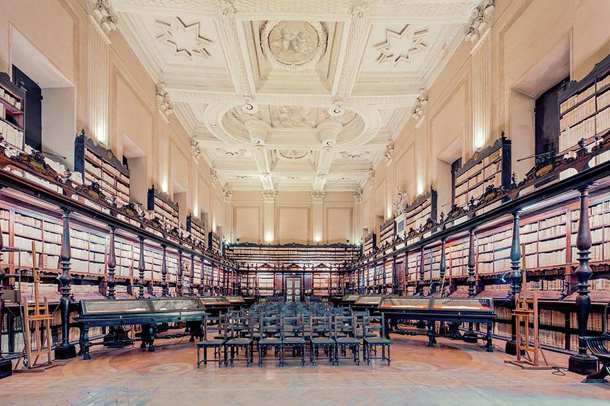 Библиотека Vallicelliana,Рим