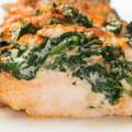 Рецепт куриных грудок со шпинатом и сыром
