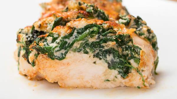 Рецепт аппетитных куриных грудок со шпинатом и сыром