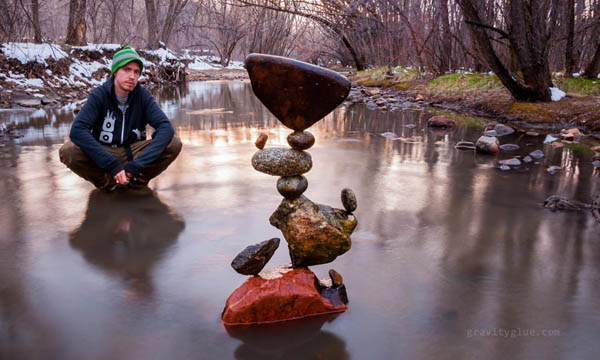 Нестандартные мосты и башни из сбалансированных камней от Майкла Граба